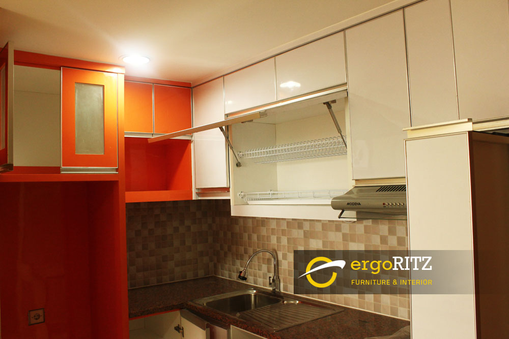 Kitchen set hpl apartemen margonda residence 3 depok for Laci kitchen set